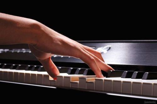 mousiki_pianistria