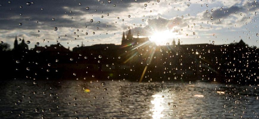 Praha, chrám sv víta, hrad, déšť foto mafa lukáš bíba