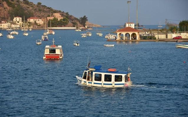 Poros limani barkes